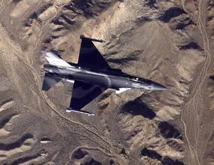 http://www.globalaircraft.org/photos/planephotos/F-16AFTI_1.jpg