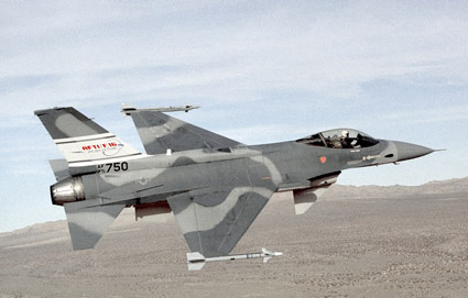 http://www.globalaircraft.org/photos/planephotos/F-16AFTI_2.jpg